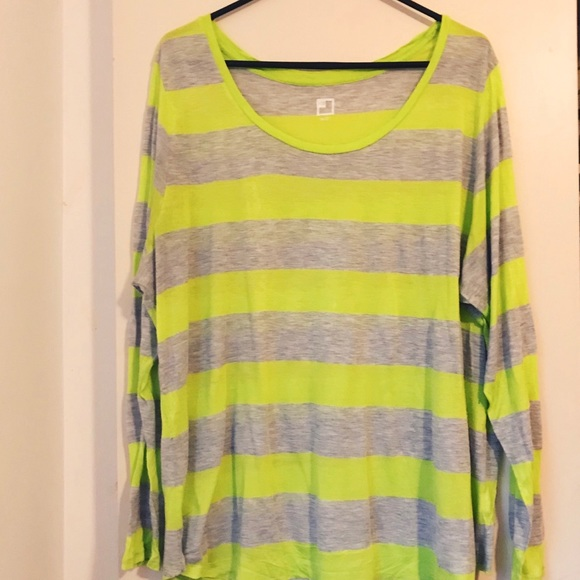 5b2b28b56a3 jcpenney Tops - JCP Lime Green   Grey Plus Size Top 💚